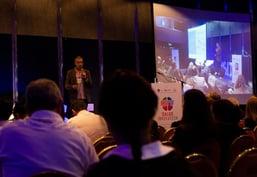 Mauro García Aurelio de Omnia Salud presenta sobre historia clínica electrónica en Salud Innovatech